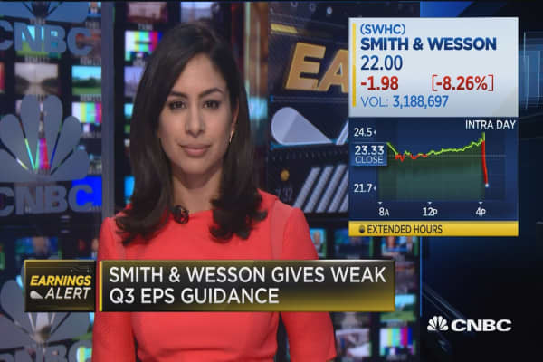 Smith & Wesson gives weak Q3 EPS guidance