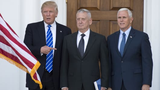 President-elect Doanld Trump poses for a photo with US Marines General (Ret.) James Mattis and Vice President-elect Mike Pence.