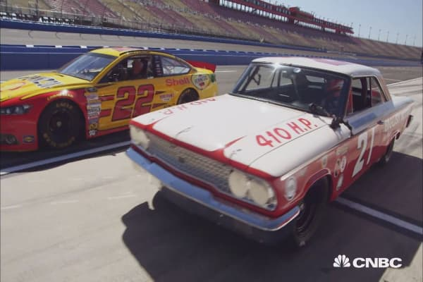 NASCAR star Joey Logano races Jay Leno … in a 1963 Ford Galaxie