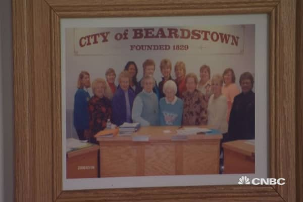 beardstown women The beardstown ladies, a 14-woman investment club whose best-selling book gained national renown with a message that individual investors could beat wall street, said tuesday that the return earned.