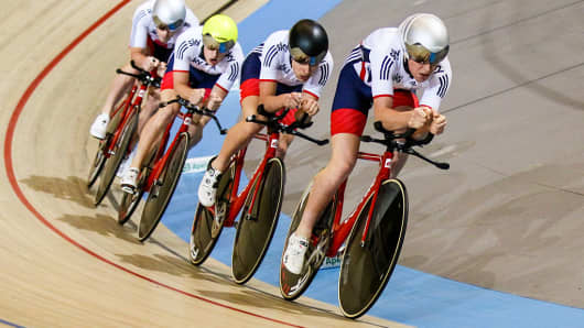The British team competes in the Men's Team Pursuit as part of the UCI Track World Cup at Omnisport Apeldoorn on November 11, 2016 in Apeldoorn, Netherlands.