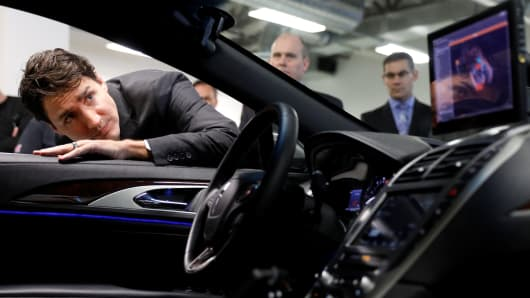 Canadian Prime Minister Justin Trudeau takes part in a tour at the BlackBerry QNX facility in Ottawa, Canada December 19, 2016.