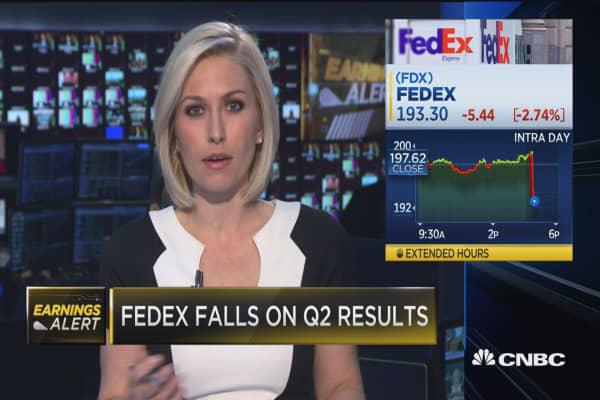 FedEx EPS misses, revenues beat