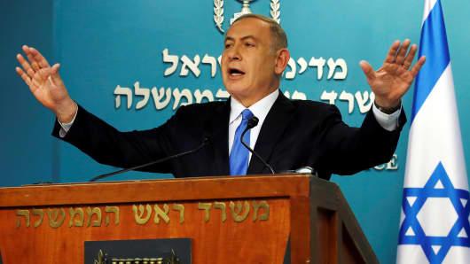 Israeli Prime Minister Benjamin Netanyahu delivers a speech in his Jerusalem office December 28, 2016.