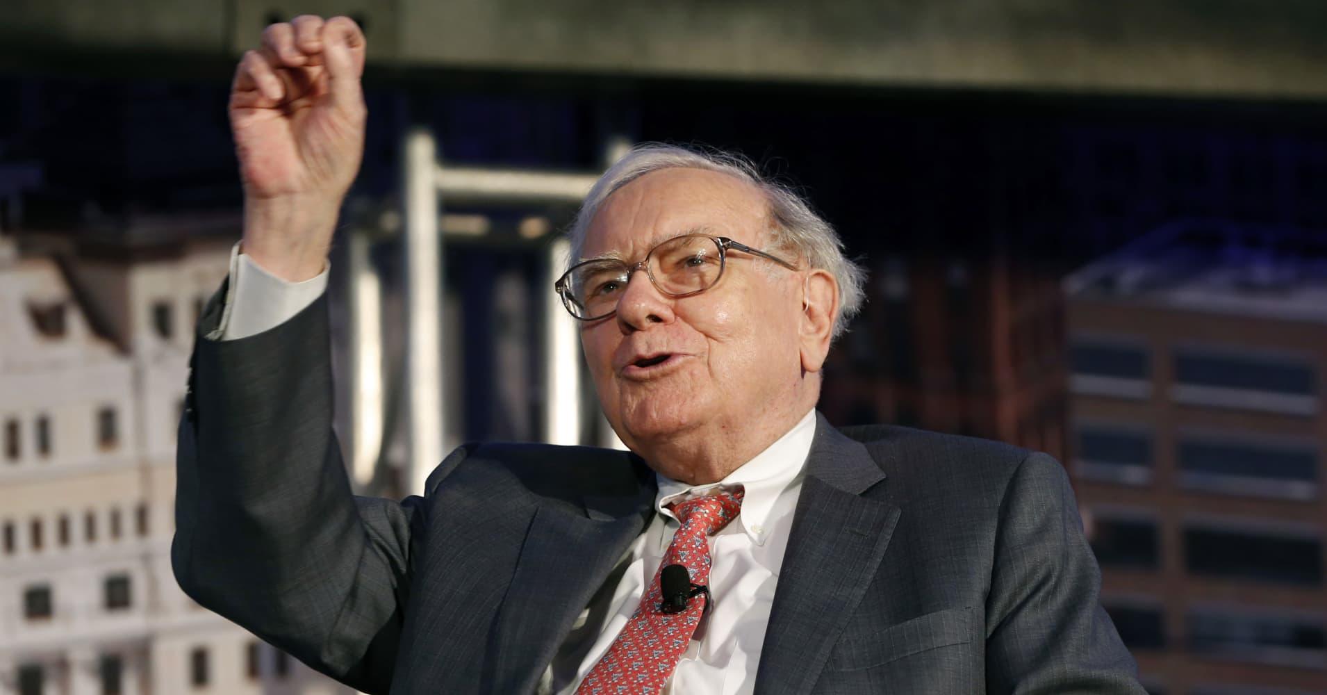 Breakingviews: Buffett's $1 trillion target for Apple is in sight