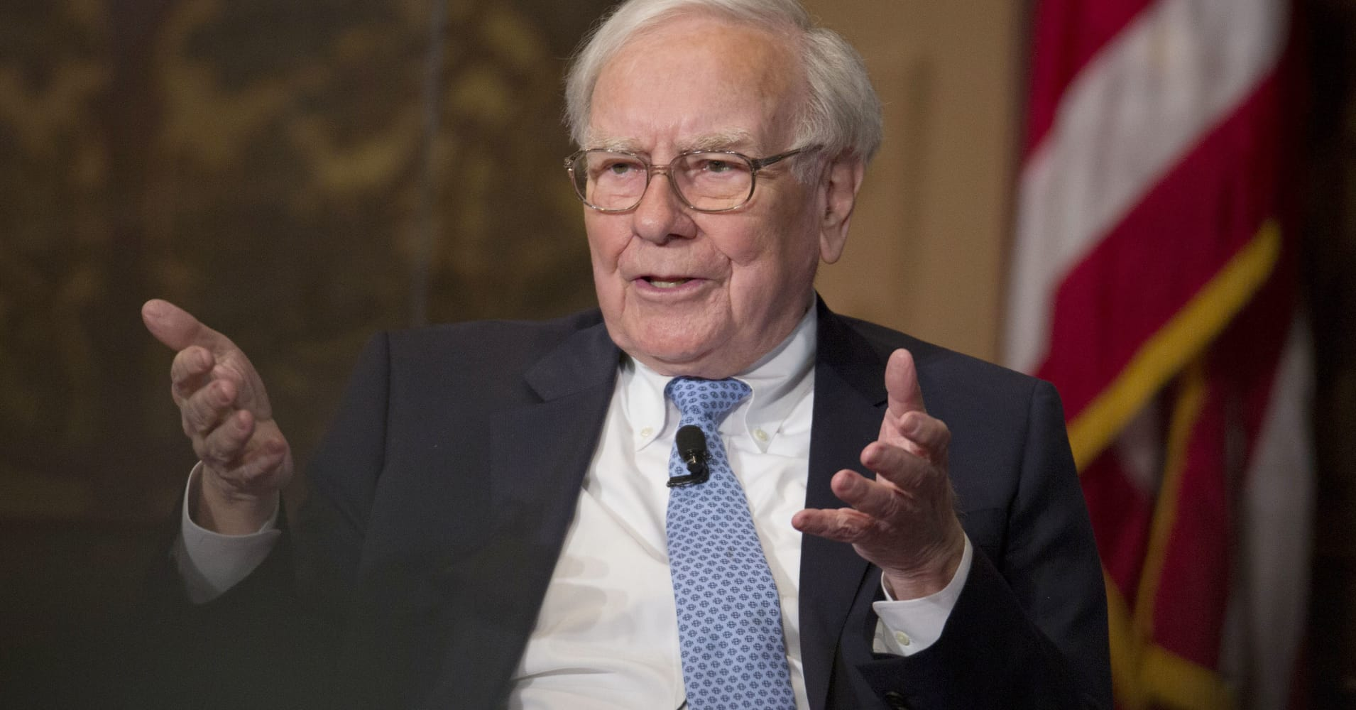 Buffett slams Wall Street 'monkeys', says hedge funds and advisors have cost clients $100 billion
