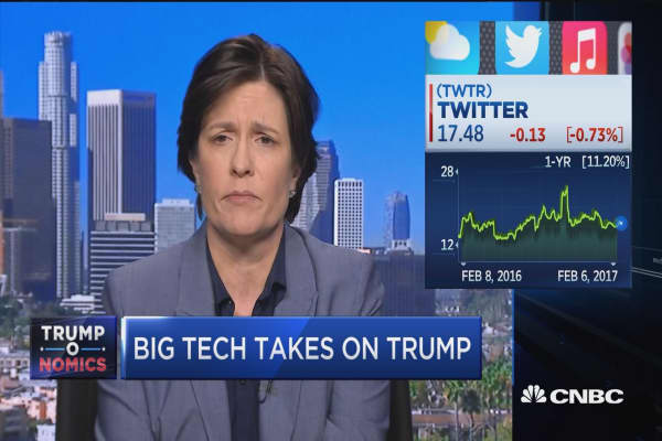 Swisher: 'Controversial and a problem' for White House to hinder tech industry