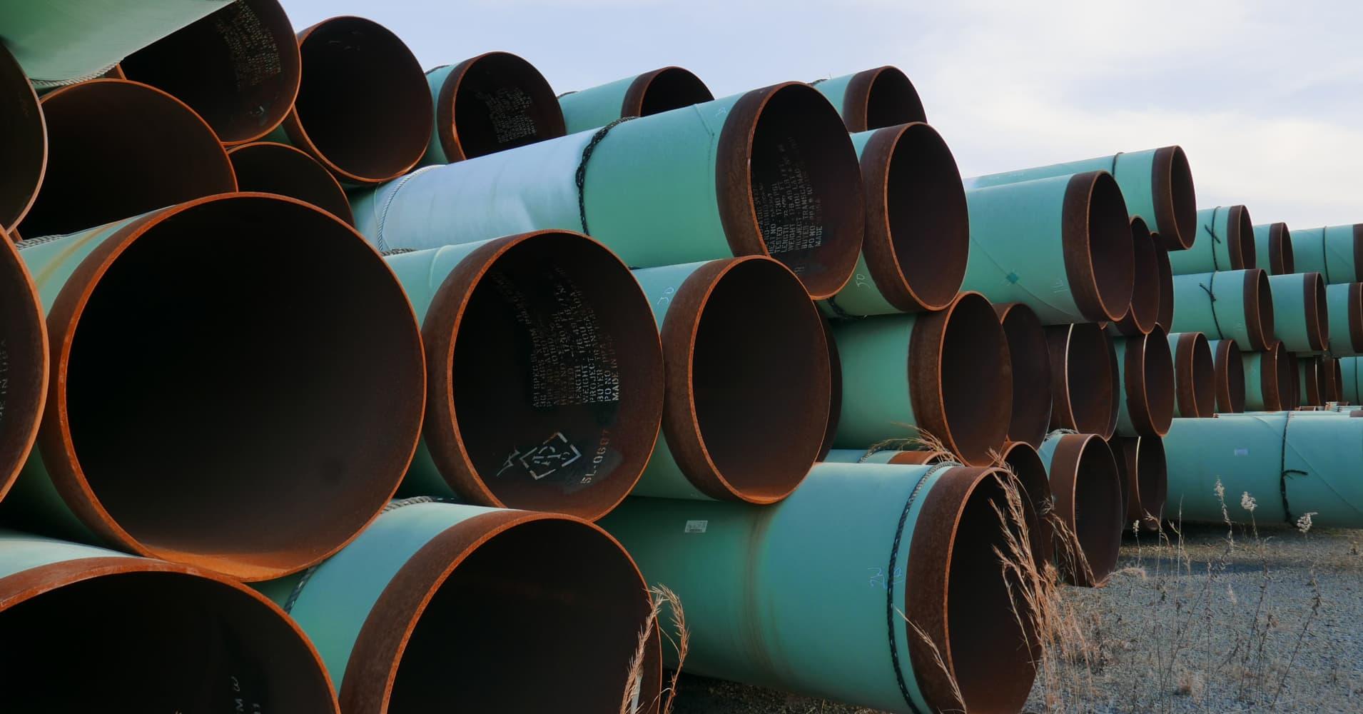 Keystone, Dakota Access pipeline makers must buy US steel