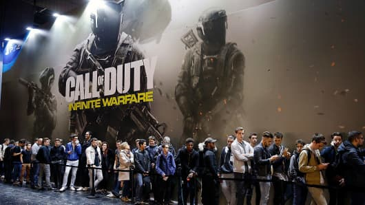 Visitors queue to play the video game 'Call of Duty Infinite Warfare&#039 developed by Infinity Ward and published by Activision during the 'Paris Games Week&#039