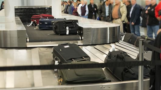 Flight cancellations, mishandled bags fall to record lows