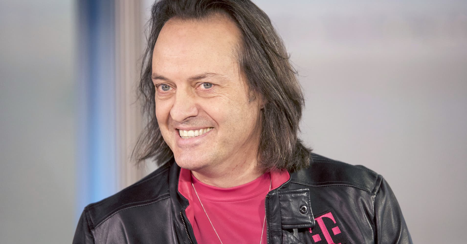 T-Mobile plots new plan to steal more Verizon customers. Here's how