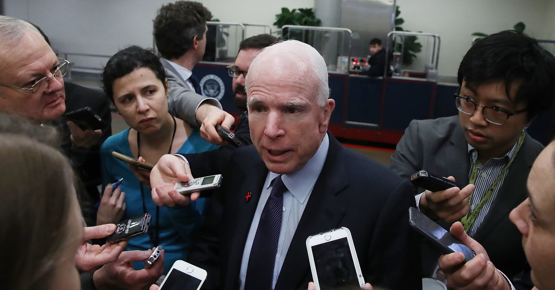 McCain says Putin bigger threat than ISIS