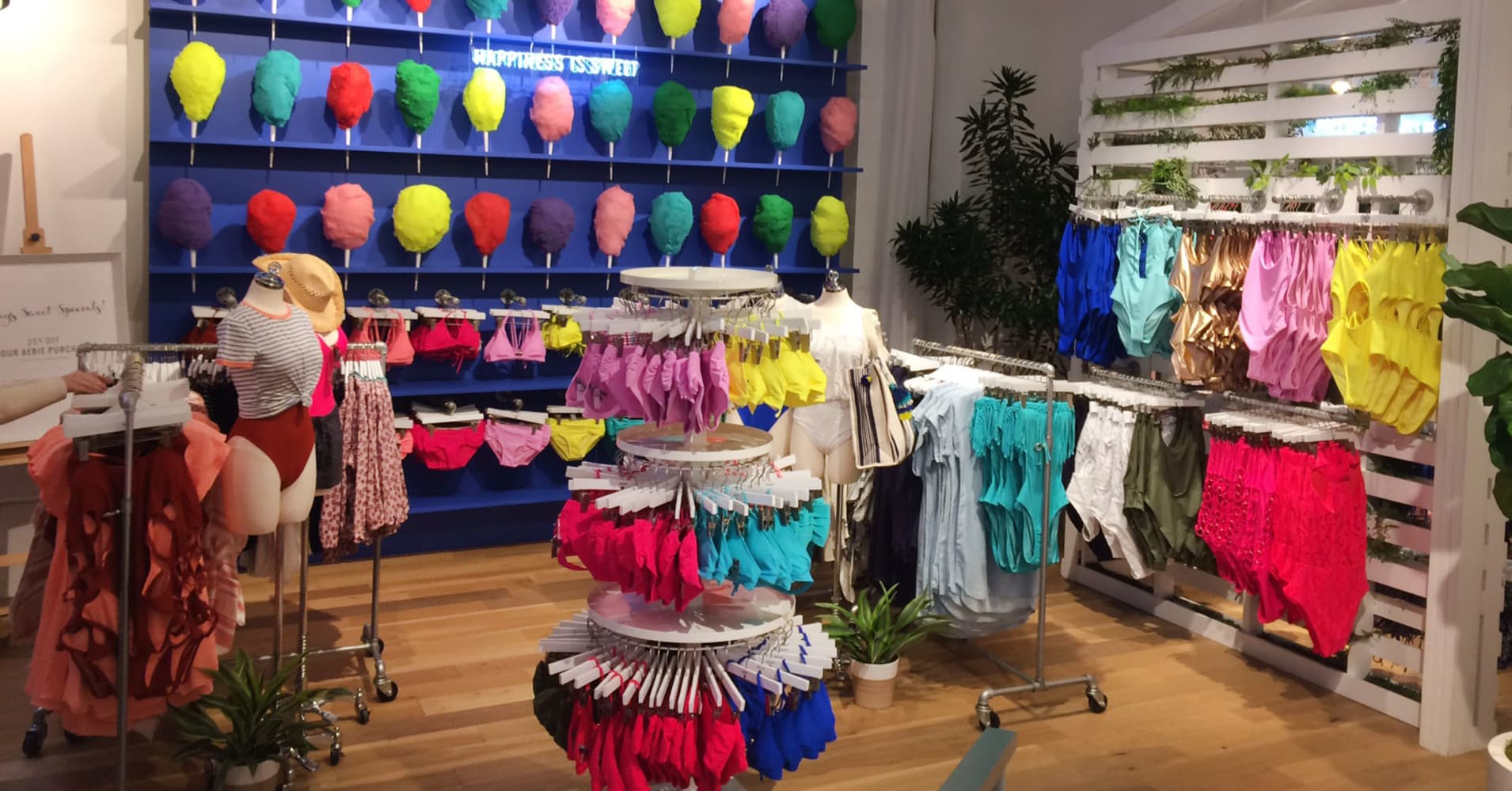 This teen retailer is thriving while its competitors flounder