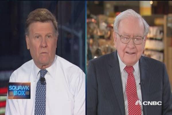 Warren Buffett breaks down his $1 million March Madness challenge