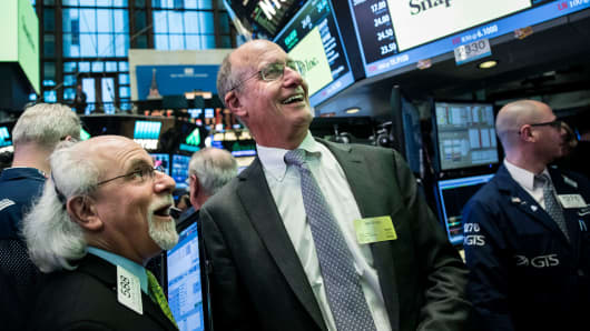 John Spiegel (C), father of Snapchat founder Evan Spiegel, reacts as Snap Inc. shares open for trading on the floor of the New York Stock Exchange, March 2, 2017 in New York City.