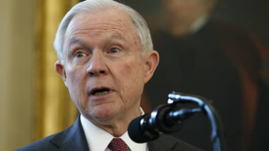Jeff Sessions says he was advised not to mention Russian Federation  meetings