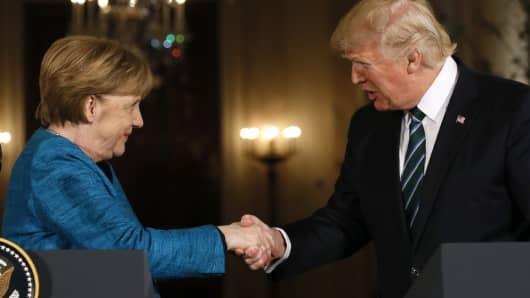 Merkel's Conservatives Win Saarland, Ally with Social Democrats
