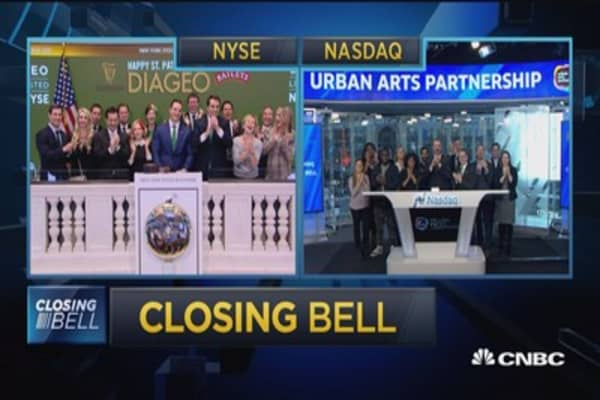 Stocks fall into close
