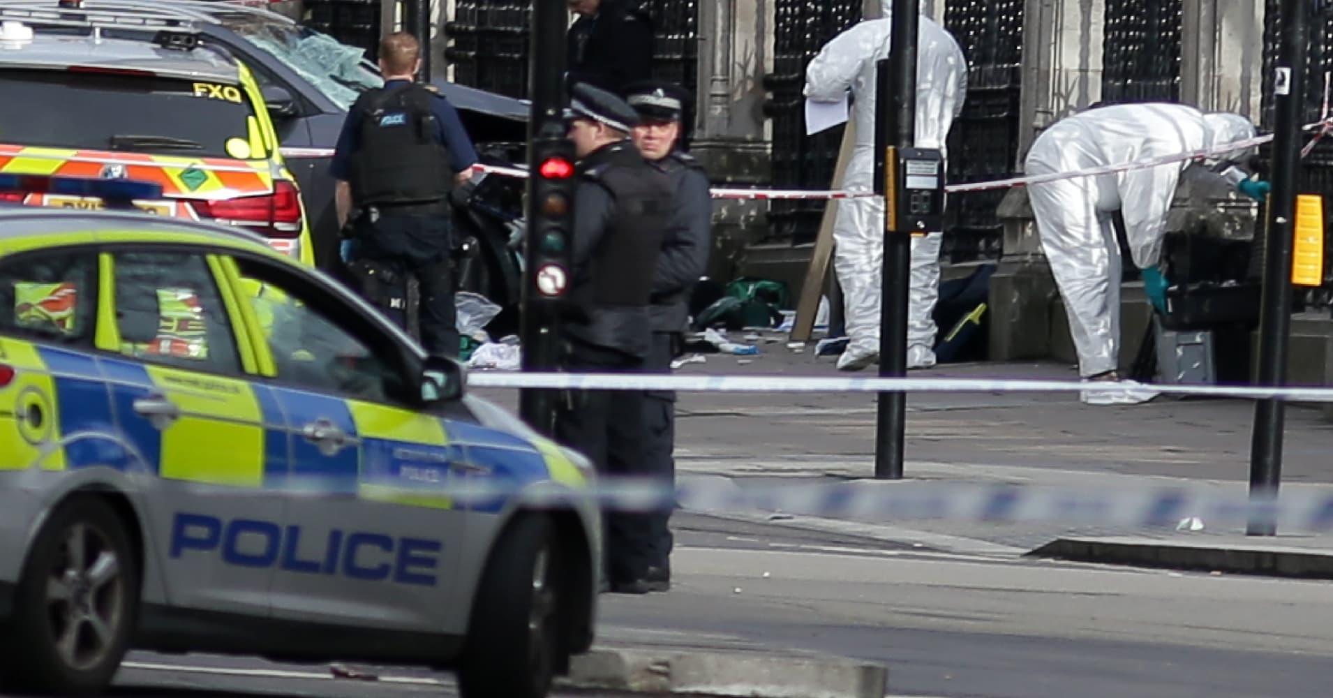 4 dead, including police officer, in London terrorist attack