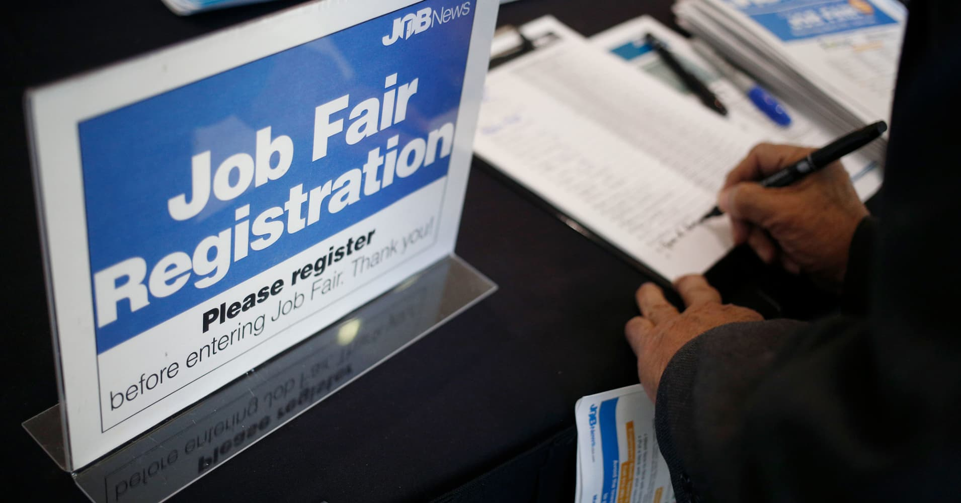 US weekly jobless claims total 248,000 vs 239,000 claims expected