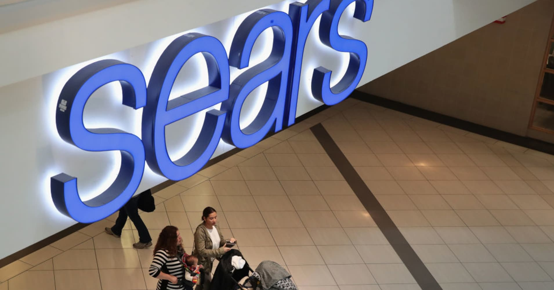 Sears names new CFO, plans more store closures