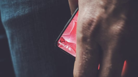 Andy Rubin gives us our first peek at Essential's bezel-less smartphone
