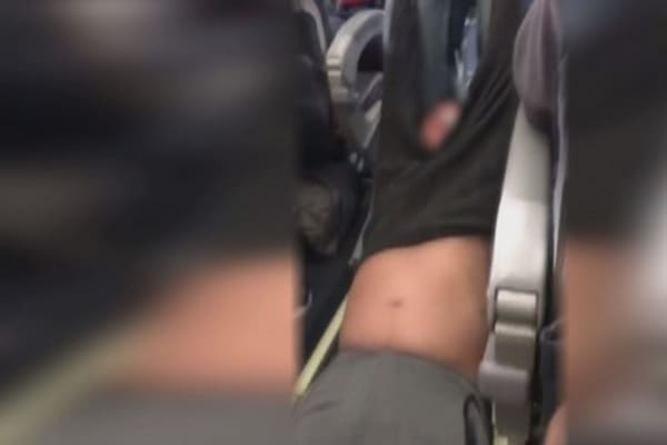 Man being forcibly removed from United Airlines flight