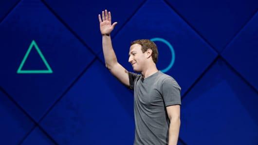 Op-ed: Mark Zuckerberg and Sheryl Sandberg are acting more like celebrities than company execs