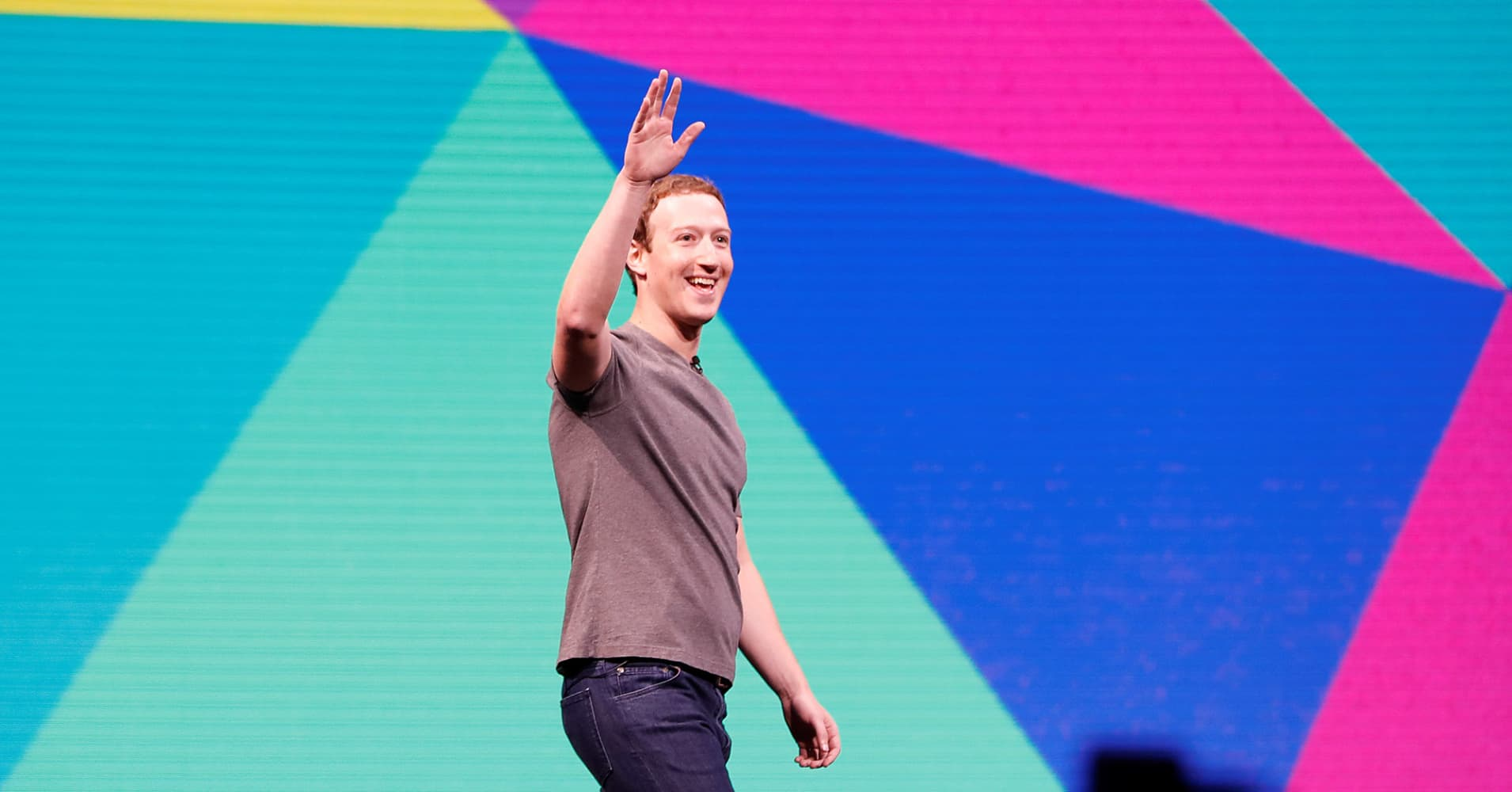 Facebook signs BuzzFeed, Vox, others for original video shows, Reuters sources say
