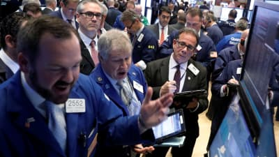 Markets open higher, try to extend win streak