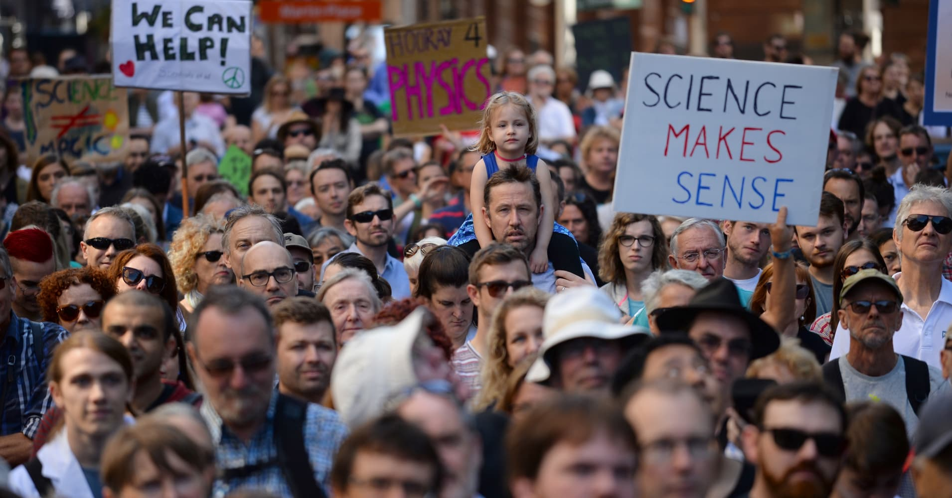 Scientists leave labs, march worldwide in protest against 'alternative facts'