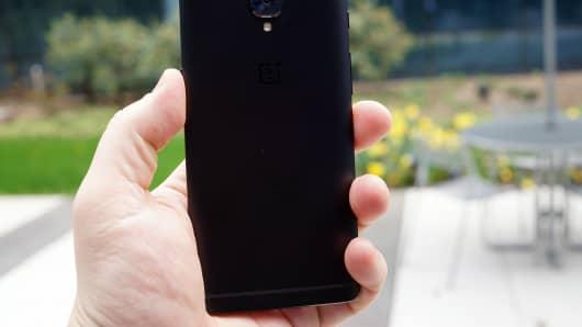 CNCB: OnePlus 3T Midnight Black 3