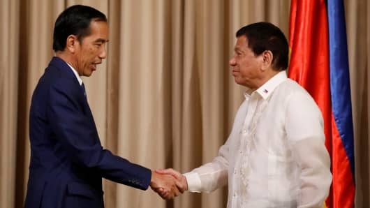 White House defends Trump's invite to Philippines President Duterte
