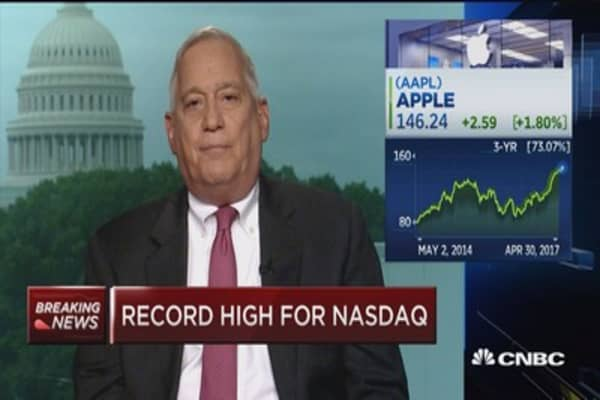 Walter Isaacson: Apple needs to innovate with a big new product