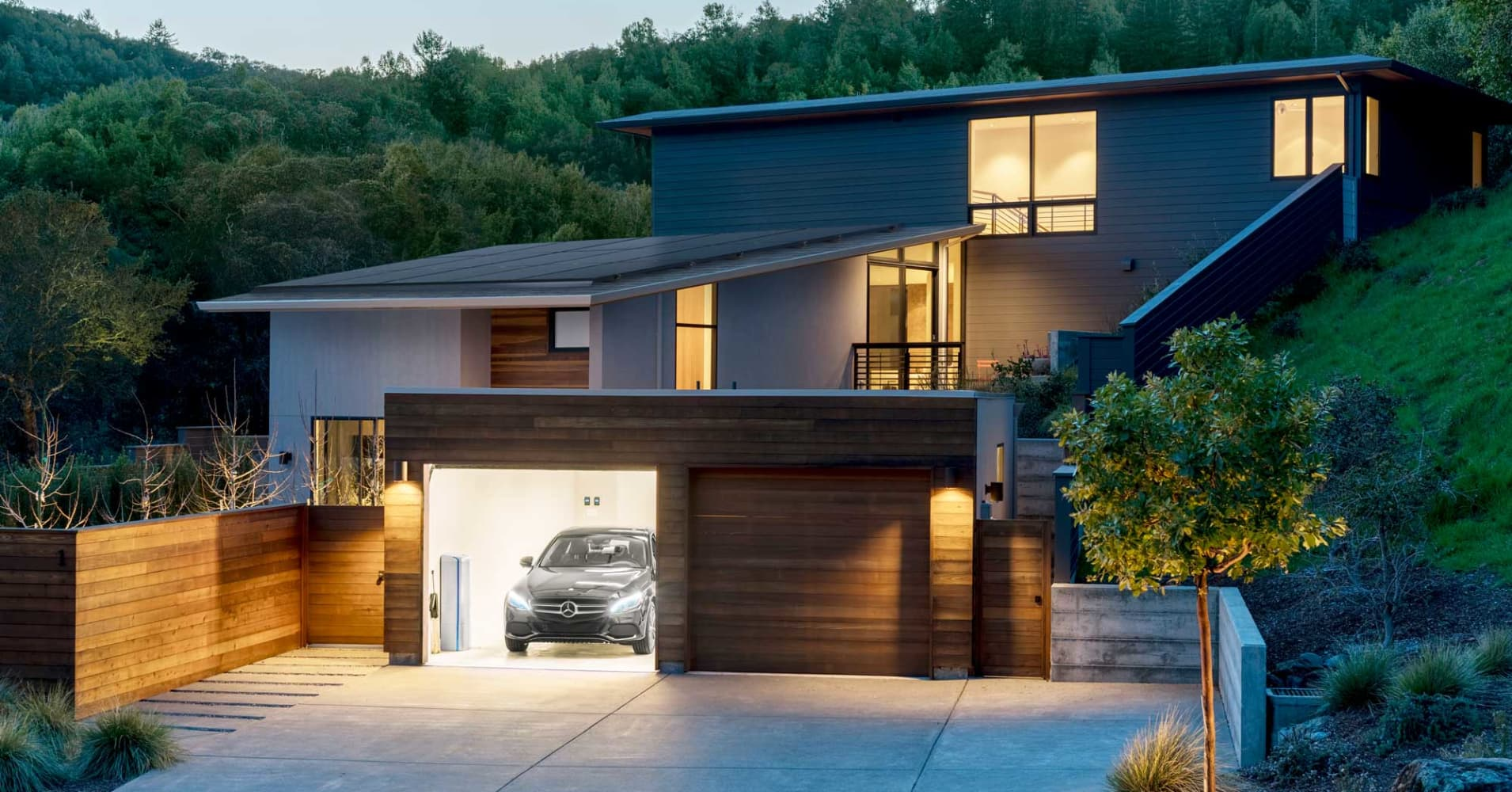 Mercedes-Benz and Vivint Solar partner to compete with Tesla in home energy