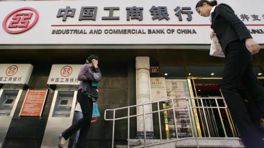 Pedestrians pass a branch of the Industrial and Commercial Bank of China (ICBC) in Beijing, 22 April 2005.