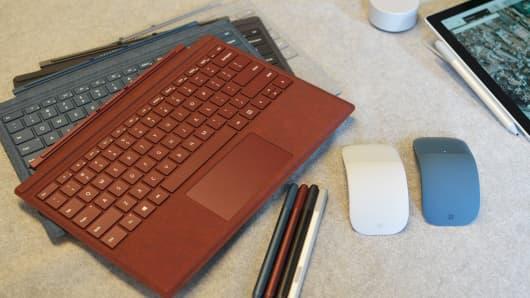 CNBC Tech: Surface Pro - 7