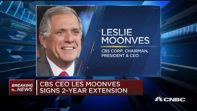 Les Moonves signs two-year contract extension at CBS