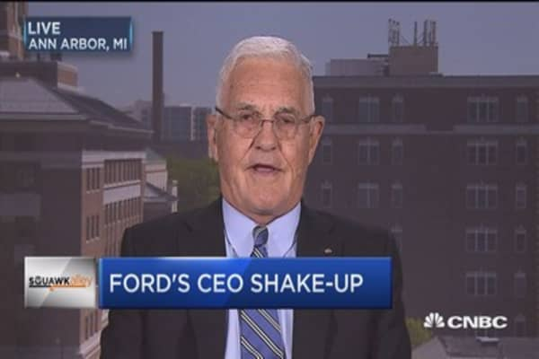 Bob Lutz: Mark Fields was old-fashioned auto CEO
