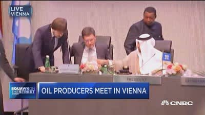 Oil prices tumble after OPEC ministers speak
