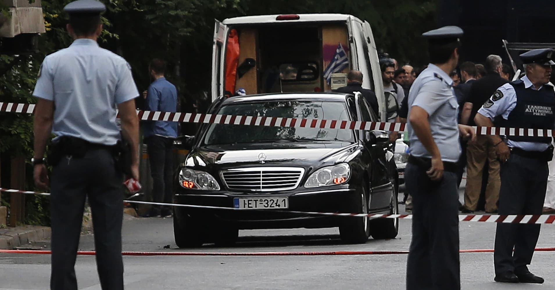 Car blast injures Greece's ex-Prime Minister Papademos