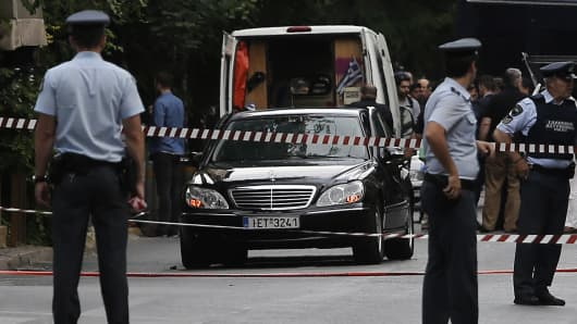Former prime minister Lucas Papademos targeted in attack, Greek police say