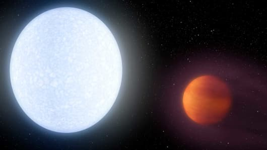 Scalding hot gas giant breaks heat records