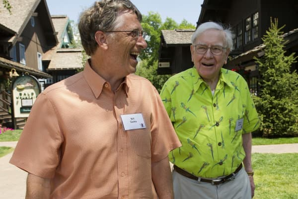 Warren Buffett auctions off lunch to raise money for charity