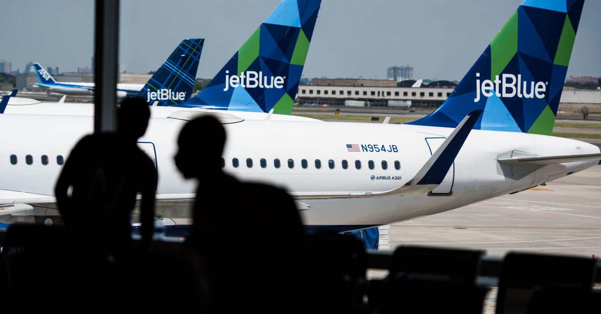 JetBlue flight attendants vote to unionize