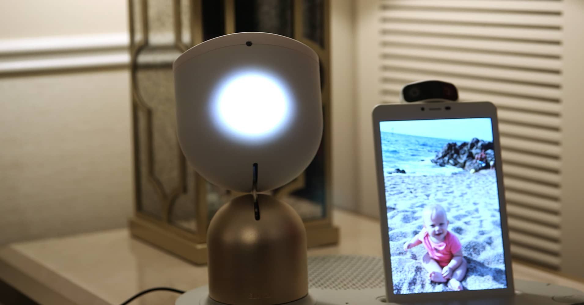 Here's a smart robot for the elderly that can play videos, chat and more