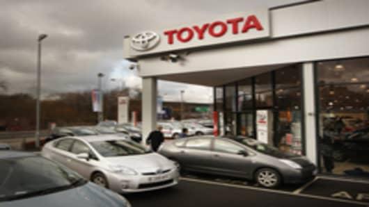 toyota_dealership_200.jpg