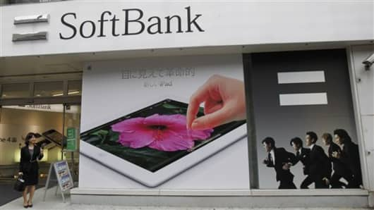 japan earns softbank--980969902_v2.jpg