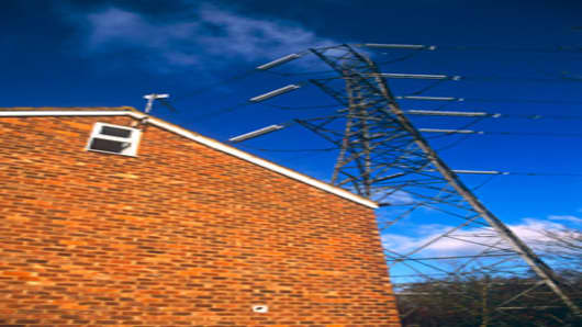 house_powerlines_200.jpg