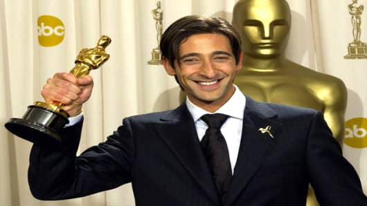 Adrien_Brody_Adrien Brody holds Oscar for Best Actor at 75th academy awards photo .jpg